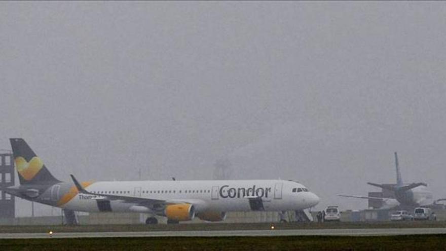 La Policía no halla explosivos en el avión que aterrizó de emergencia en Budapest