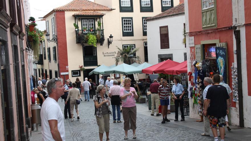 Imagen de archivo de turistas en la placeta Borrero de Santa Cruz de La Palma.