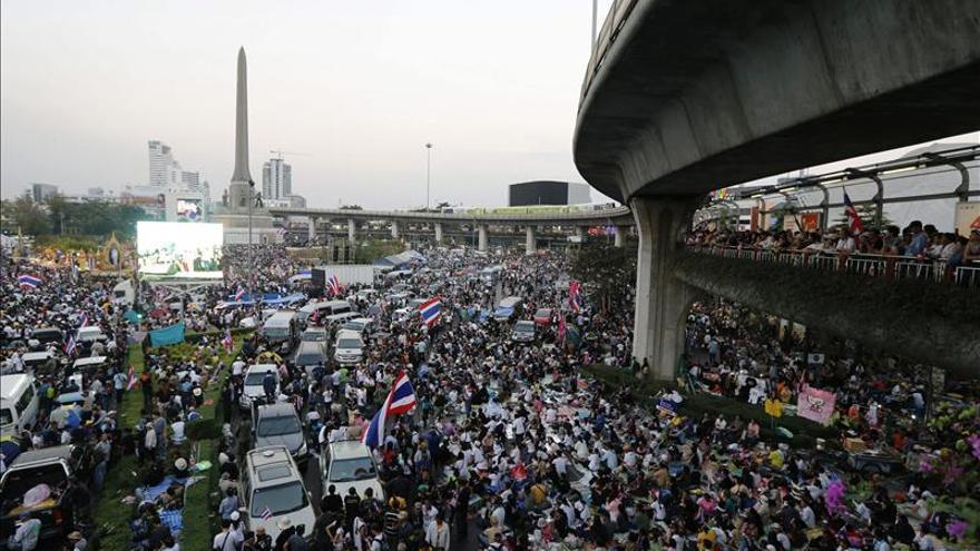 Bangkok amanece a medio gas en el segundo día del bloqueo antigubernamental