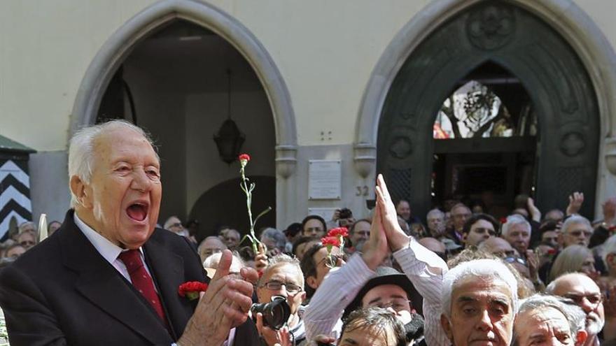 El expresidente luso Mário Soares sigue mejorando y ya no está inconsciente