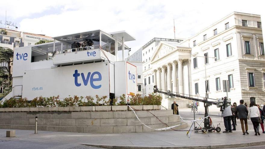 El plató de TVE ante el Congreso para las elecciones del 20 de diciembre de 2015