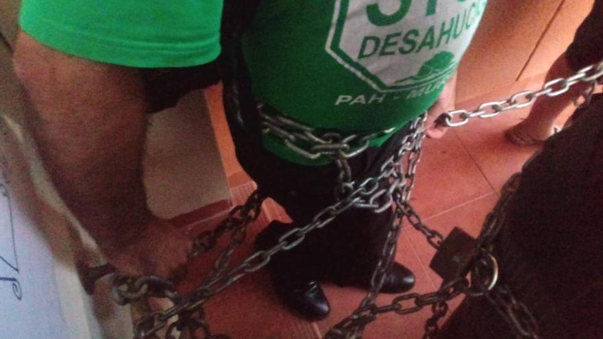 Desahucian a una mujer y su hija enferma en el municipio murciano de Mazarrón