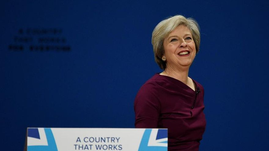 "Theresa May continúa en España su gira europea por el ""brexit"""