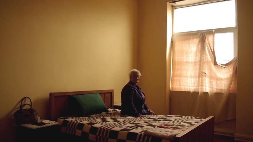 Nazaré Jorge en la casa en la que ha conseguido ser realojada tras su desahucio