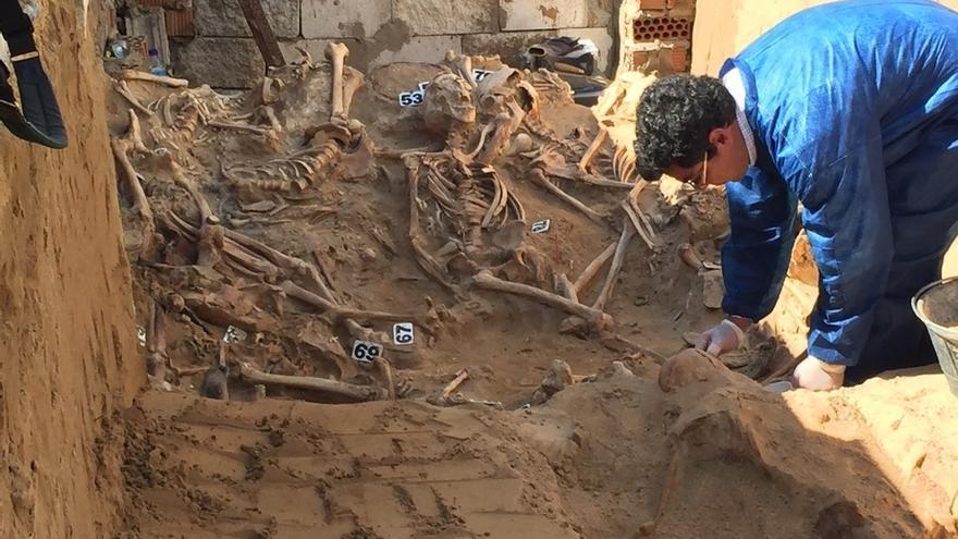 Localizados los restos de más de un centenar de personas en la fosa del cementerio de Puerto Real
