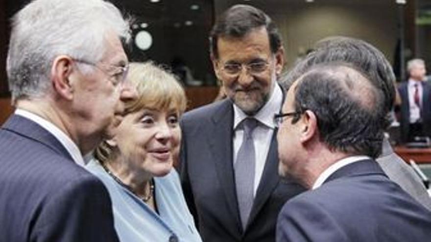 Rajoy con otros líderes europeos, durante la cumbre. (EUROPA PRESS)
