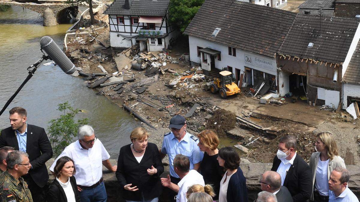 Merkel visitó la zonas afectadas por las inundaciones en Alemania