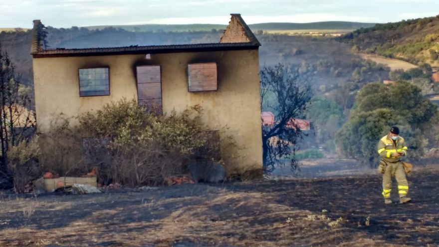 Así ha quedado la zona de Lober de Aliste tras el incendio iniciado el sábado.