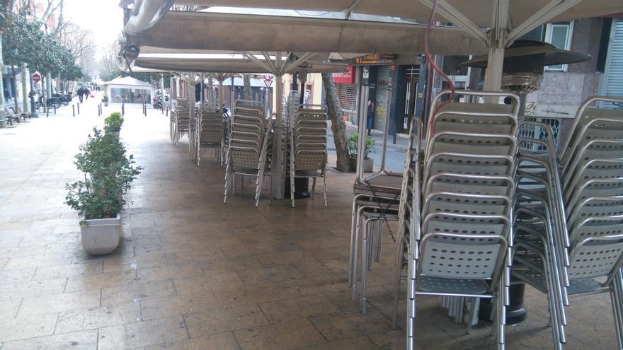 Estat habitual de mal ús de l'espai públic de la Rambla Just Oliveras de L'Hospitalet de Llobregat