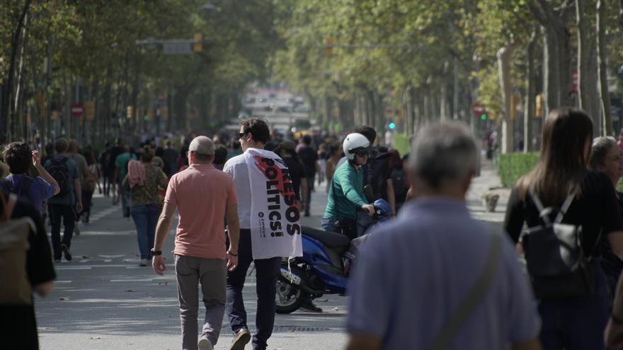 Miles de manifestantes se lanzaron a ir hasta el aeropuerto andando