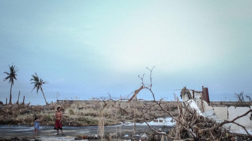 Parte de la autopista nacional que une el aeropuerto de Tacloban con el centro de la ciudad./ Fotografía: Acción contra el Hambre/Daniel Burgui.