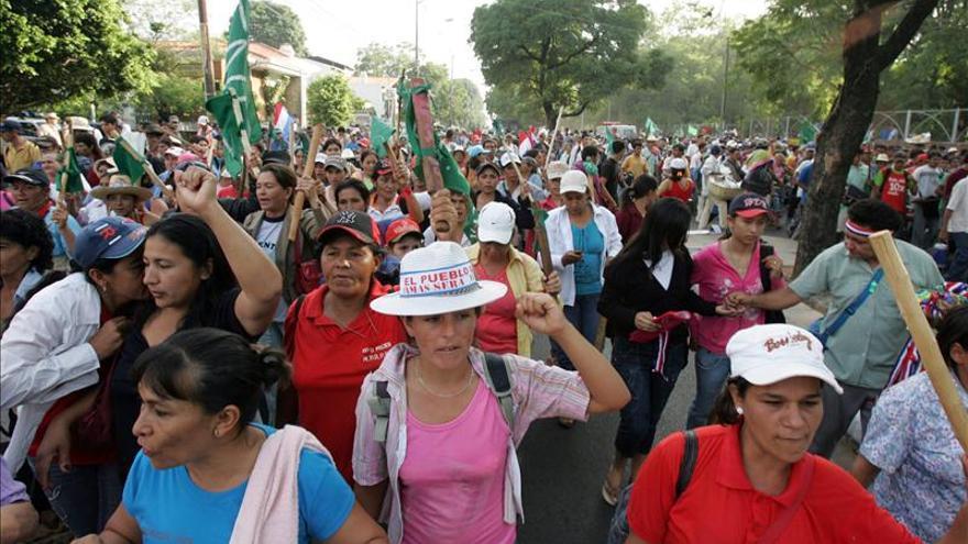 Mujeres lideran clamor por la paz en una multitudinaria marcha en Bogotá