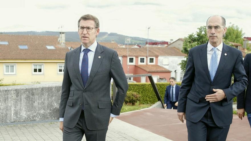 Feijóo y el conselleiro de Sanidade, Vázquez Almuiña, en una imagen de archivo