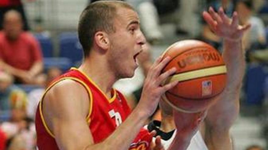 El tinerfeño, con la camiseta de la selección española. (realmadrid.com)