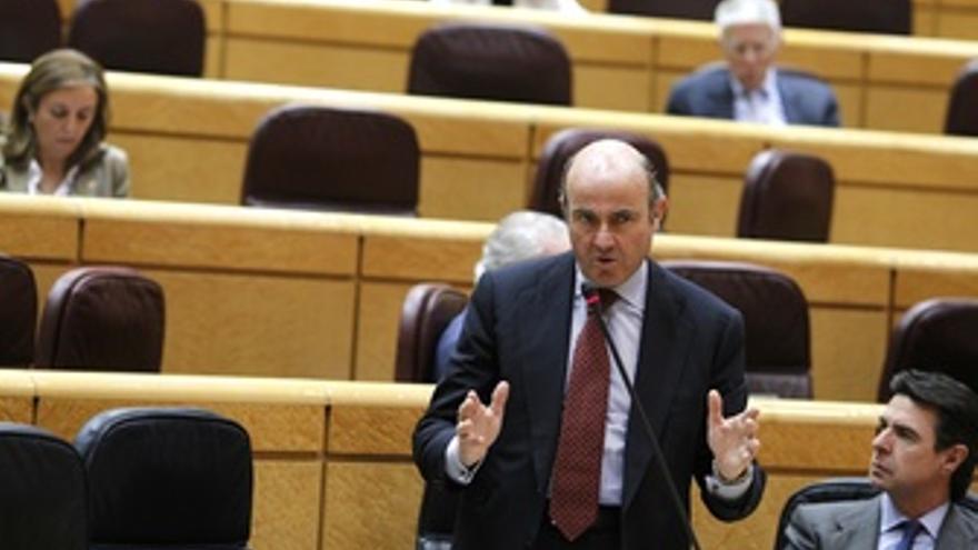 El Ministro De Economía, Luis De Guindos, En El Pleno Del Senado