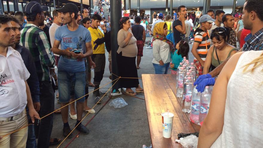 Refugiados en la estación de Keleti (LAURA ACOSTA)