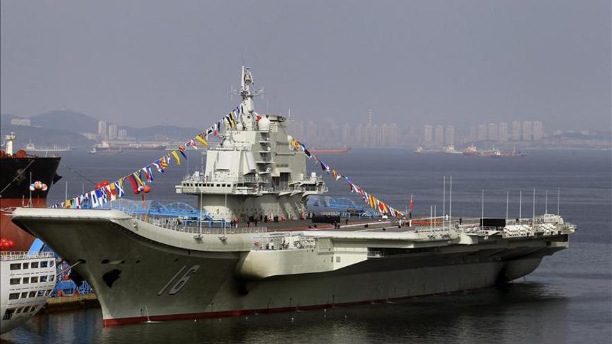 Un portaaviones chino atraca por primera vez en el Mar de China Meridional
