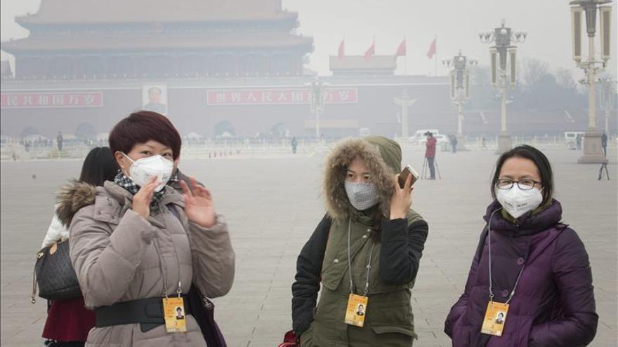 """El """"smog"""" en China causó 670.000 muertes en 2012, según estudio"""