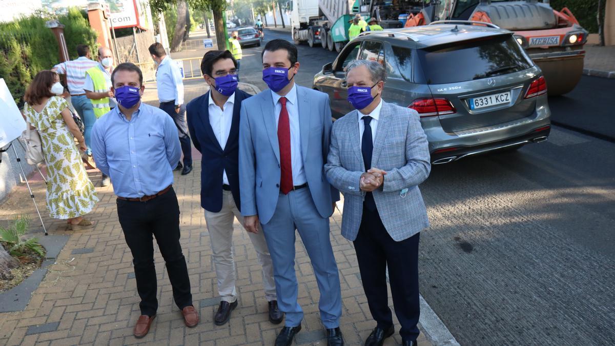 El alcalde visita las obras de reasfaltado de la avenida del Brillante