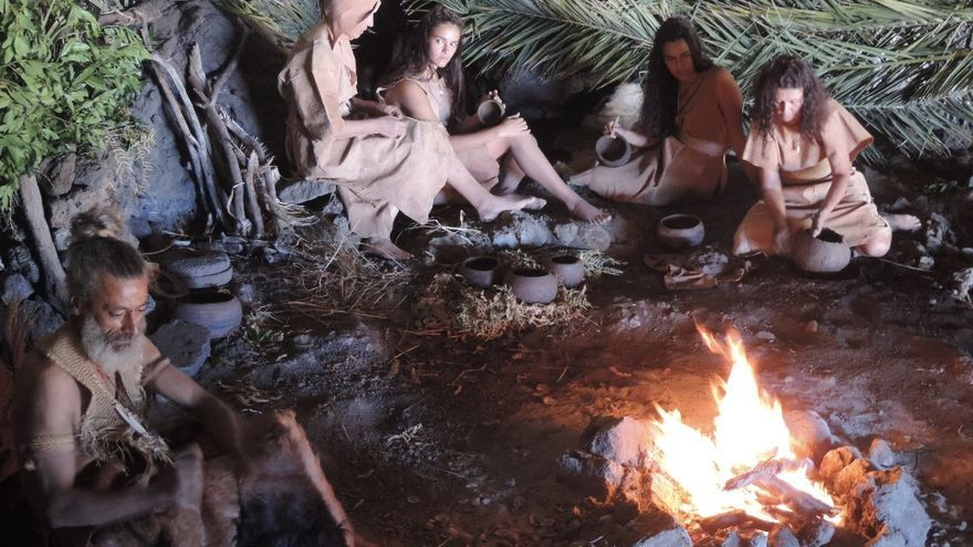 Recreación de escenas cotidianas en el interior de la Cueva del Tendal para el cortometraje 'Aman' (Foto: Jorge Pais).
