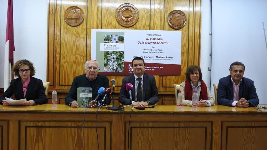 Presentación del libro 'El almendro. Guía Práctica de cultivo'