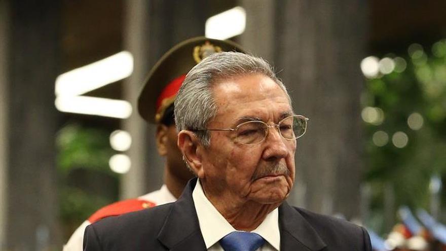 """Raúl Castro envió sus """"sentidas condolencias"""" al rey de España por los atentados"""