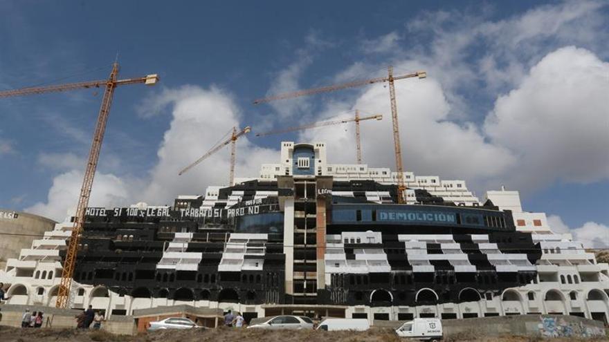 Greenpeace celebra la sentencia y pide la demolición inmediata del hotel