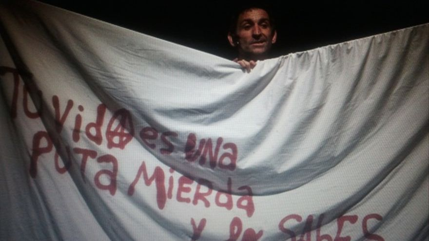 Albert Pla no deja títere con cabeza... /Ferran Sendra