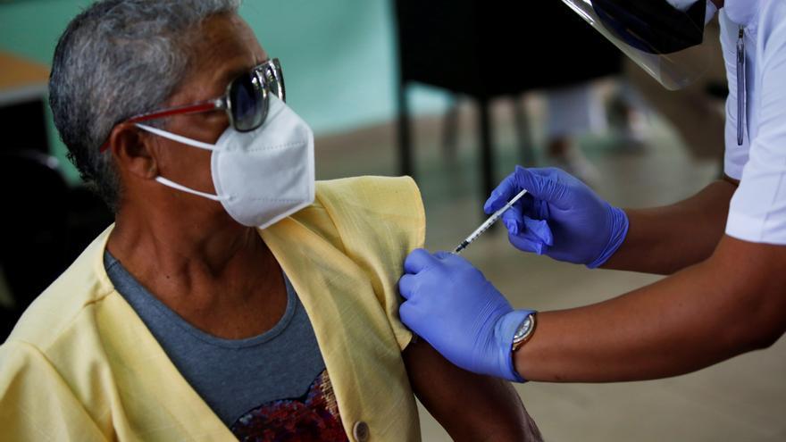 El 5,4 % de la población de Panamá ha recibido las 2 dosis de vacuna anticovid