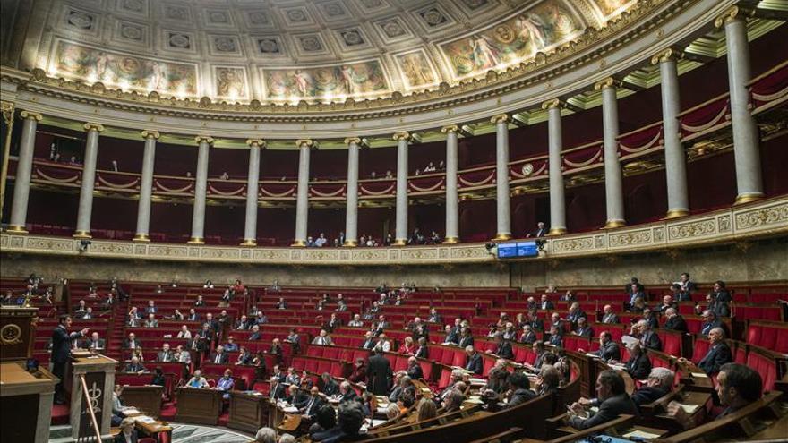 Los diputados franceses votan masivamente continuar los bombardeos en Siria