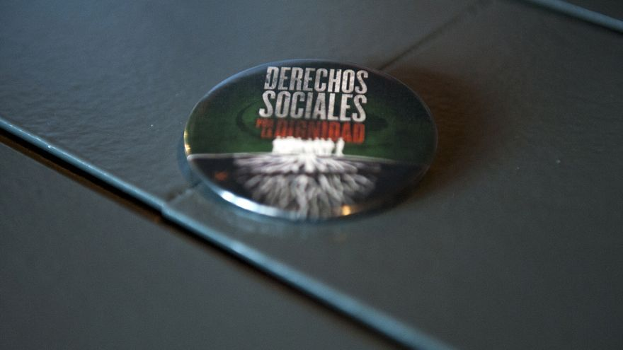 Chapa 'Derechos sociales por la dignidad' / Consejo General del Trabajo Social