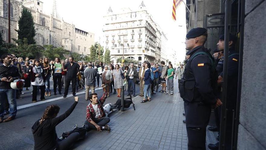 Varios miles de manifestantes obligan a cortar calles en Barcelona y primeros rifirrafes