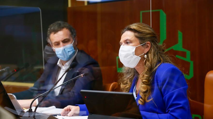 Toda la oposición en Euskadi pide la dimisión de la consejera de Salud por las irregularidades en la vacunación del hospital Santa Marina