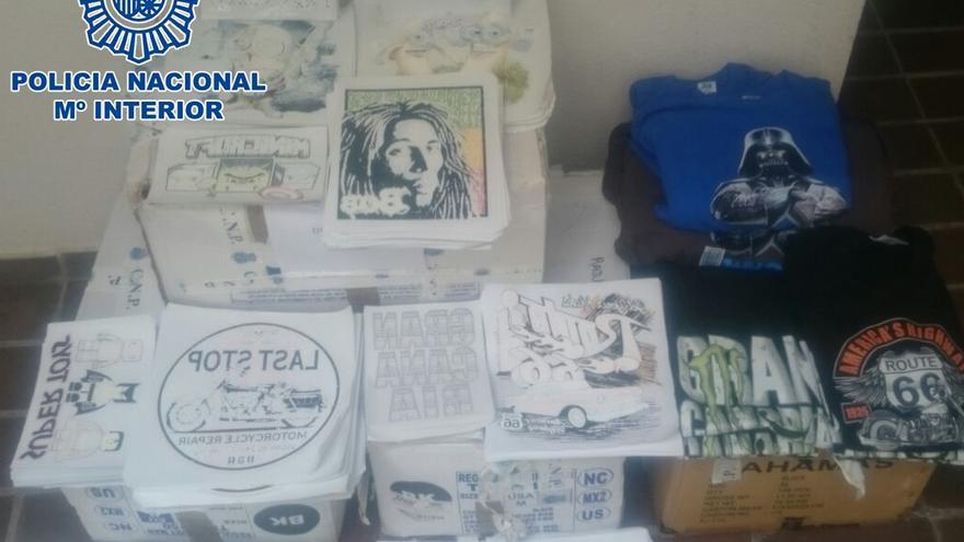 Tres detenidos en Gran Canaria por ganar 1,5 millones de euros falsificando marcas de ropa.
