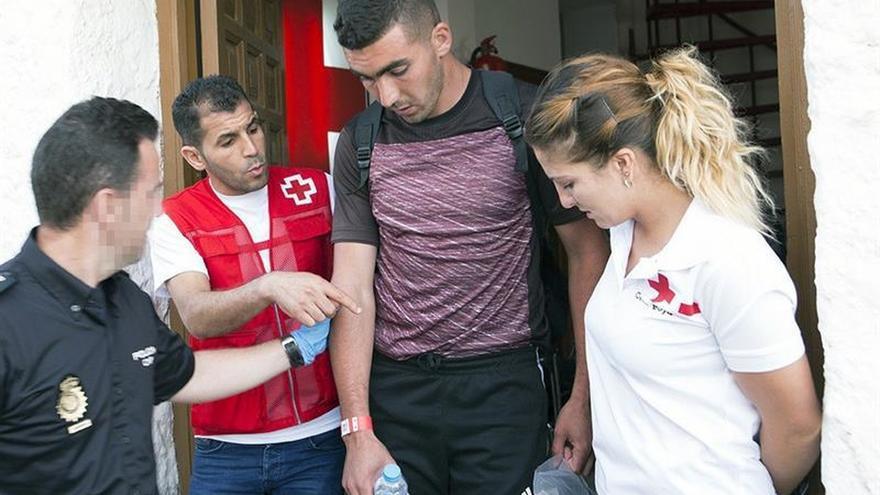 Llegan en buen estado a Motril los 12 inmigrantes rescatados a 55 millas