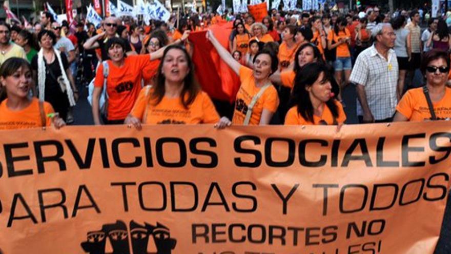 Manifestación de la marea naranja en defensa de los Servicios Sociales (Marea naranja)