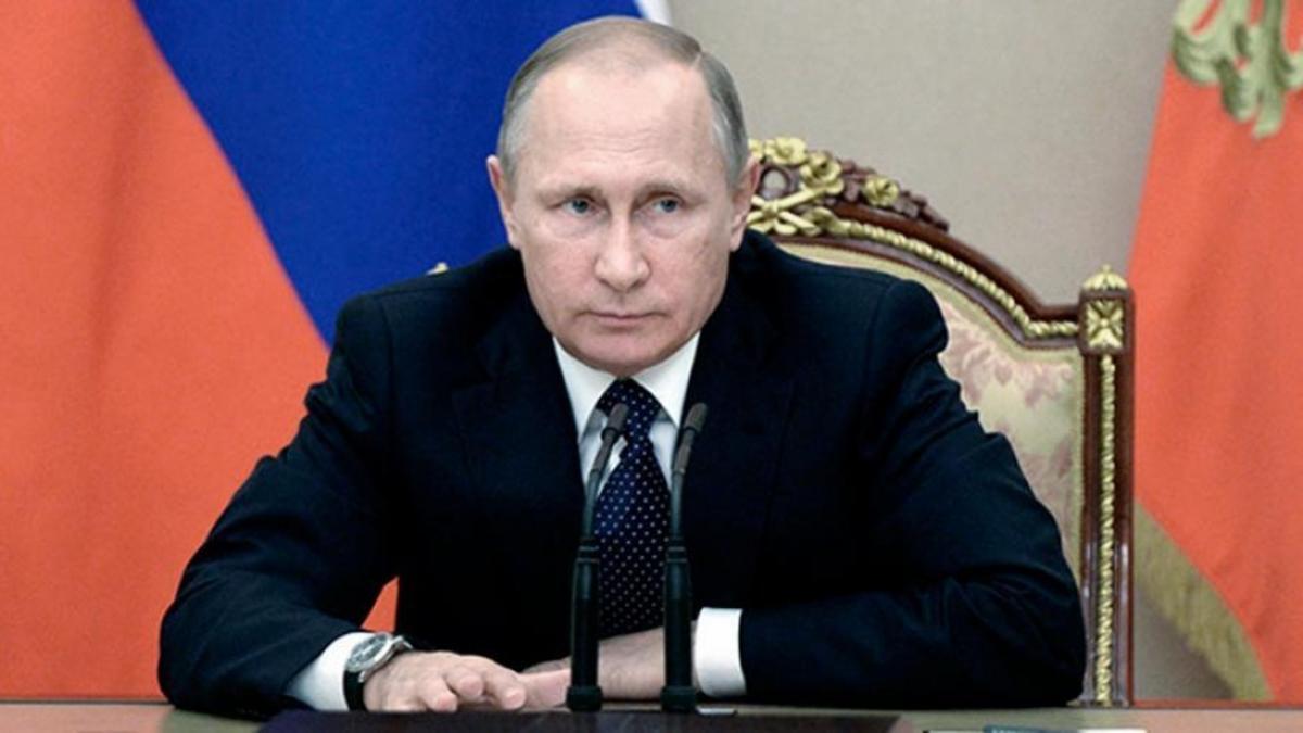 El presidente ruso Vladimir Putin. En agosto de 2020 anunció en vivo por la televisión estatal que Rusia era el primer país del mundo en aprobar una vacuna anti COVID-19-