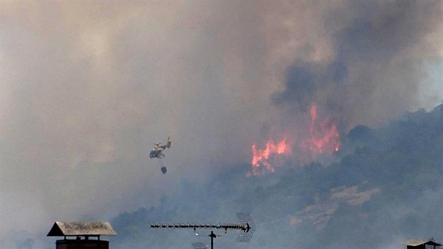 Desalojadas 40 viviendas por el avance del incendio de Cadalso de los Vidrios