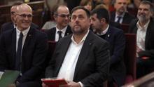 El exvicepresidente de la Generalitat, Oriol Junqueras (d), junto al exconsejero de Asuntos Exteriores, Raül Romeva.
