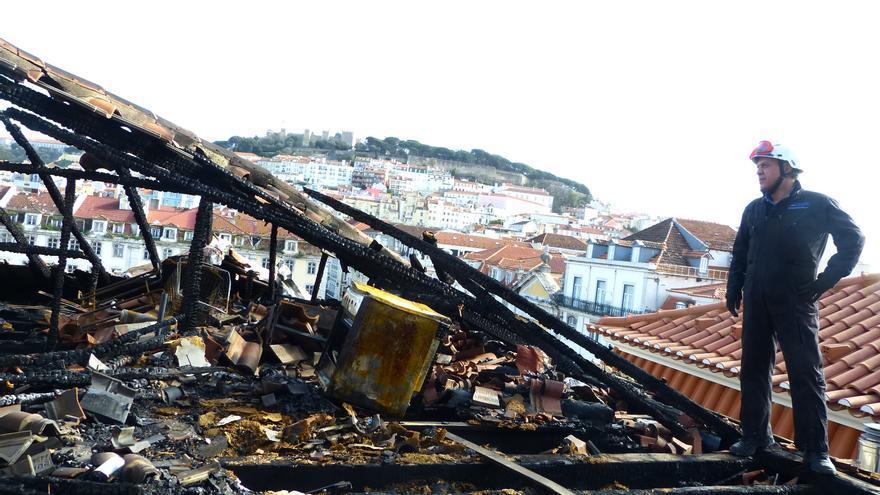 Antonio Carvalho, en la investigación de un incendio en Portugal.