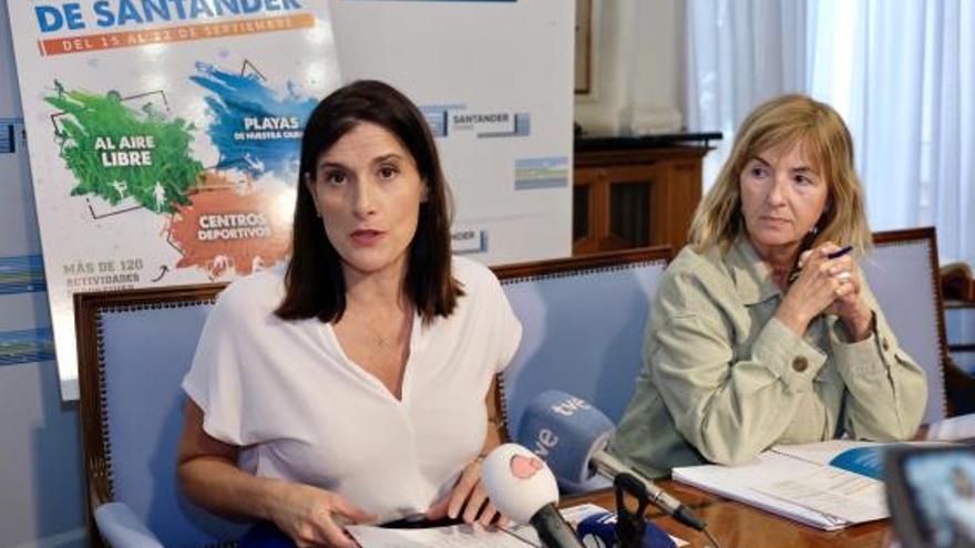 La alcaldesa de Santander, Gema Igual, y la concejala de Cultura, María Luisa Sanjuán.