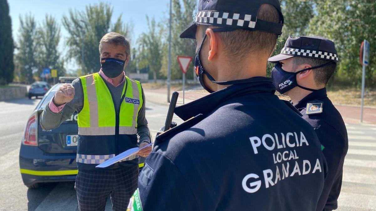 El sindicato ha pedido al concejal de Seguridad Ciudadana, César Díaz (de cara en la imagen), que tome cartas en el asunto