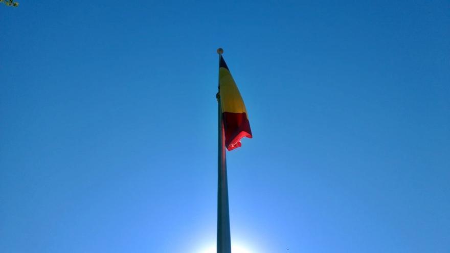 La bandera de España gigante en Chamberí costó al Gobierno de Almeida 19.000 euros en contratos menores