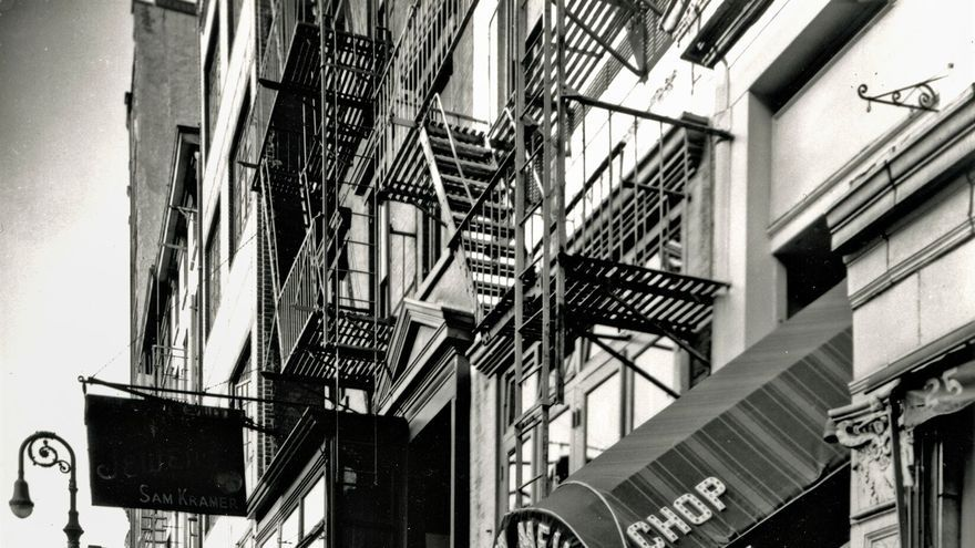 Berenice Abbott, Mac Donegal Street New York City