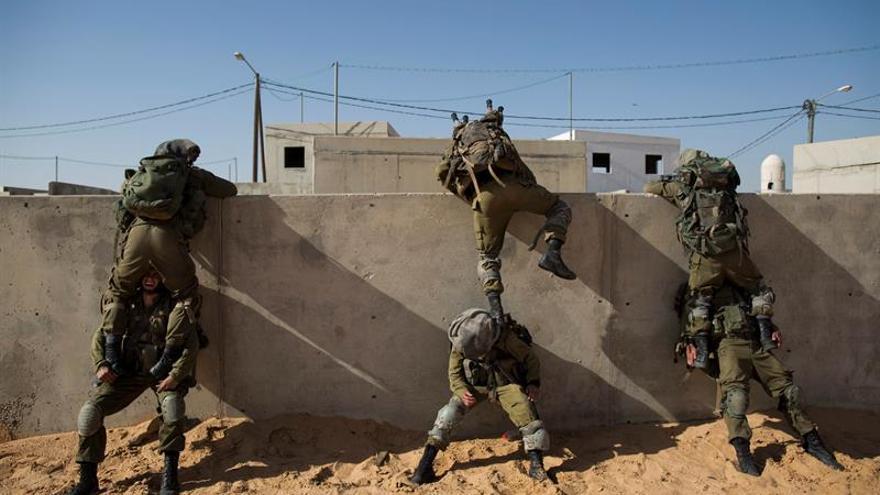 El Ejército israelí bombardea cinco infraestructuras de Hamás en Gaza