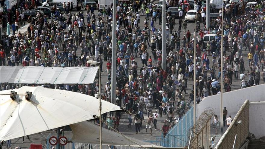 Más de 20 policías heridos en incidentes con marroquíes en la frontera ceutí