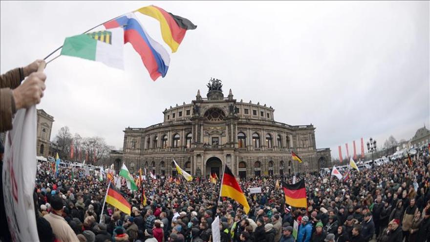 Pegida acusa la retirada de su líder pero logra congregar a 17.300 simpatizantes