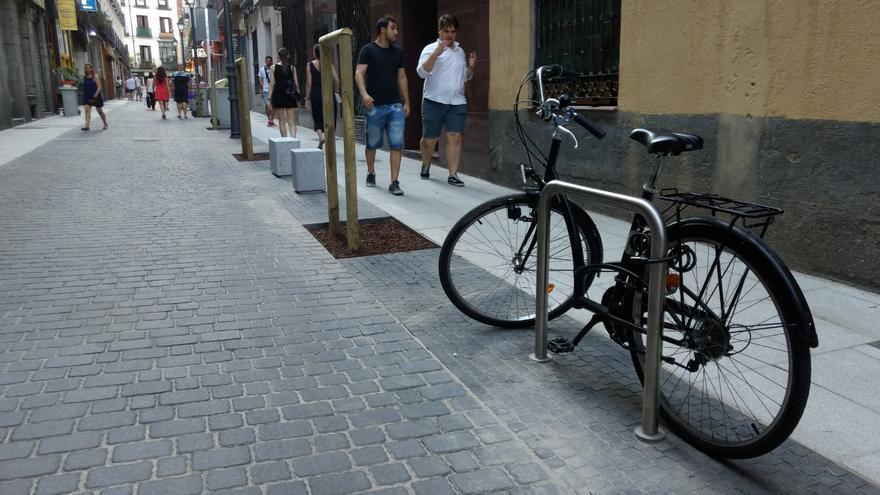 Calle Hernán Cortés, vía de plataforma única | SOMOS MALASAÑA