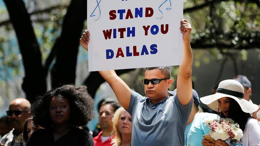 EE.UU. consternado y de luto por la matanza de policías en Dallas