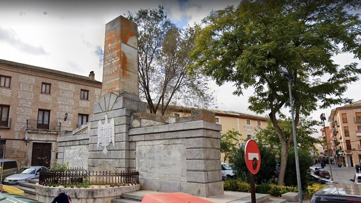Monumento franquista en la plaza Gutierre de Cárdenas de Ocaña (Toledo)